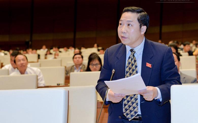 """Đại biểu Lưu Bình Nhưỡng nêu câu hỏi """"khó"""" với Bộ trưởng Trần Tuấn Anh."""