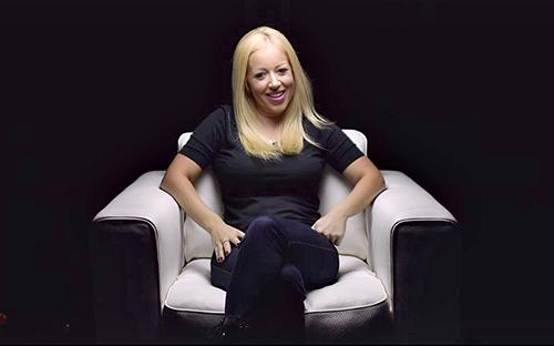 Ở tuổi 35, LynsiSnyder trở thành nữ tỷ phú giàu nhất tại Mỹ - Ảnh: People.