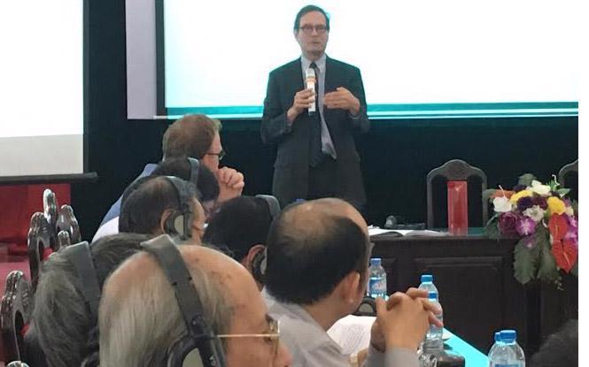 Chuyên gia cố vấn của Ngân hàng Thế giới (WB) William P.Mako tại hội thảo - Ảnh: Mỹ An.