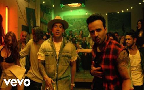 """Luis Fonsi và Daddy Yankee - hai nghệ sĩ Puerto Rico trong video âm nhạc&nbsp; """"Despacito"""" - Ảnh: YouTube.<br>"""