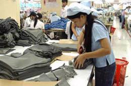 Việc thường xuyên bị cắt điện đã khiến các doanh nghiệp trong ngành dệt may gặp rất nhiều khó khăn.
