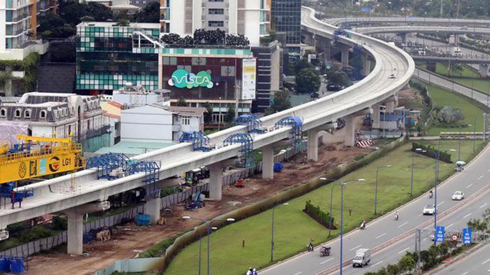 Một số dự án trọng điểm quốc gia đang thực hiện bị chậm tiến độ, trong đó có nguyên nhân do vướng mắc mặt bằng chưa được giải quyết triệt để - Trong ảnh: Metro Bến Thành - Tham Lương gần 10 năm vẫn giậm chân tại chỗ.