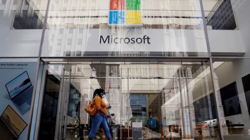 Microsoft đang săn tìm các công ty có thể giúp tiếp cận với các cộng đồng người dùng ngày càng phát triển mạnh mẽ trên toàn cầu - Ảnh: AP