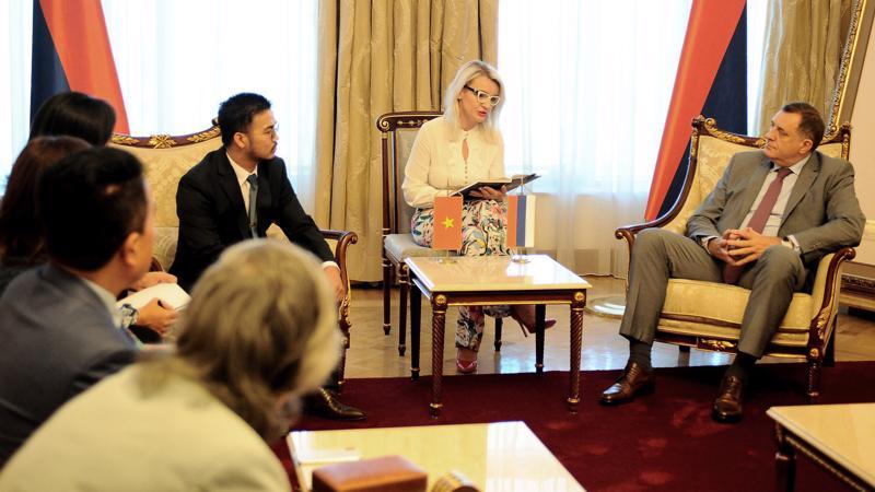 Tỷ phú Mai Vũ Minh trong buổi làm việc với Tổng thống Bosnia-Herzegovina, Ngài Milorad Dodik, tại phủ thổng thống.