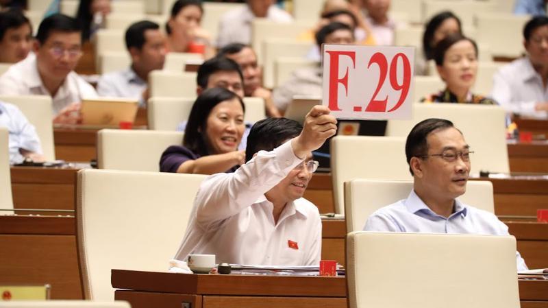 Trưởng ban Tổ chức Trung ương Phạm Minh Chính dùng quyền tranh luận thể hiện chính kiến về sự cần thiết phải sửa Luật Công đoàn,