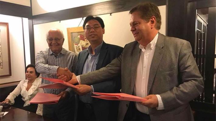 Lễ ký kết hợp tác giữa Tập đoàn MK và công ty thẻ ALTEROSA của Brazil.
