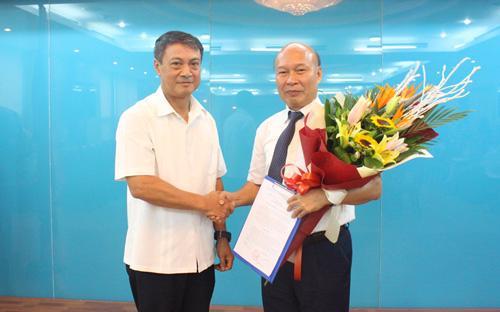 Thứ trưởng Phạm Hồng Hải trao quyết định bổ nhiệm có thời hạn giữ chức Chủ tịch Hội đồng thành viên Tổng công ty Viễn thông MobiFone cho ông Nguyễn Mạnh Thắng.
