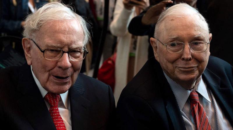 Tỷ phú Charlie Munger (phải) và tỷ phú Warren Buffett - Anh: WSJ