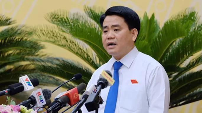 Chủ tịch UBND thành phố Hà Nội Nguyễn Đức Chung trao đổi với cử tri chiều 15/11.