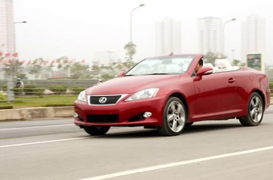 Số lượng xe Lexus nhập về Việt Nam thông qua các công ty thương mại liên tục tăng trong vài năm trở lại đây - Ảnh: Bobi.