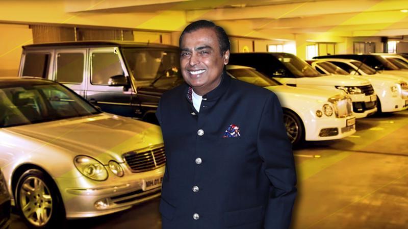 Tỷ phú Mukesh Ambani và một phần bộ sưu tập siêu xe của mình - Ảnh: YouTube