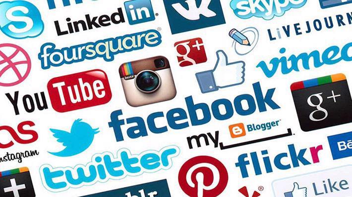 Để lấy dữ liệu từ người dùng, các nền tảng truyền thông xã hội mang đến cho họ nhiều cơ hội thể hiện bản thân...
