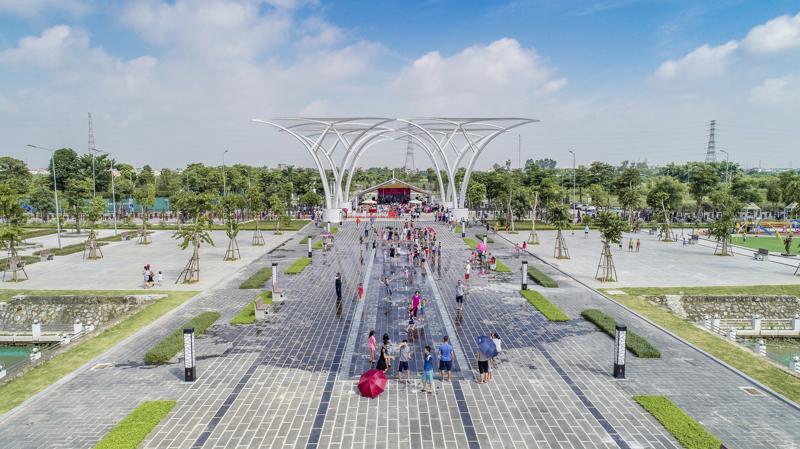 Sự kiện khánh thành công viên Âm nhạc thu hút đông đảo khách mời và cư dân tham dự.