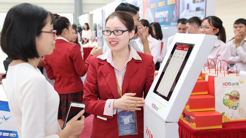 Với đợt siêu ưu đãi chưa từng có, khách hàng chủ thẻ HDBank đặc biệt là khách hàng trẻ có thể tận dụng những chương trình ưu đãi, khuyến mãi về du lịch, ăn uống, mua sắm và thanh toán trực tuyến từ HDBank.