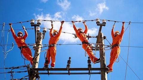 Bộ Công Thương tính mua điện từ Lào, Trung Quốc để bù đắp sản lượng điện thiếu hụt