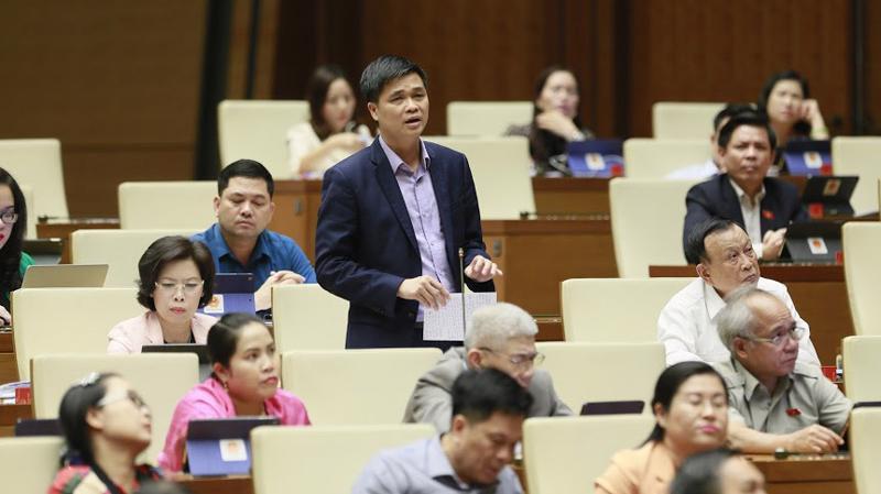 Đại biểu Ngọ Duy Hiểu phát biểu tại hội trường - Ảnh: Quang Phúc