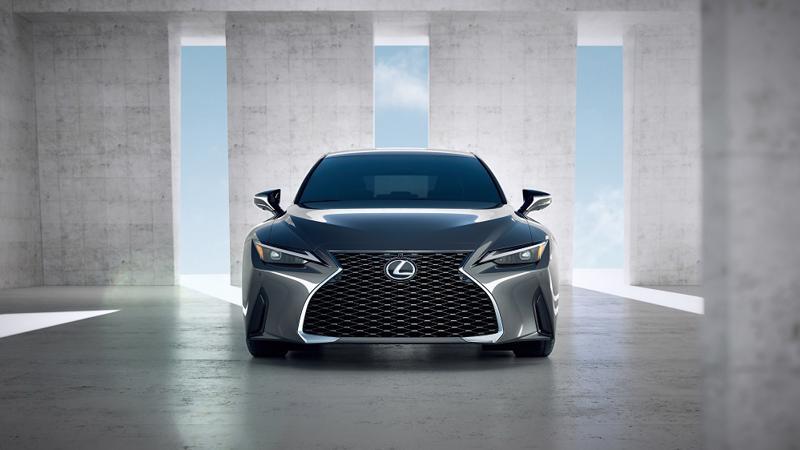 Ngoại thất thể thao và trẻ trung của mẫu sedan hạng sang cỡ nhỏ Lexus IS 2021.