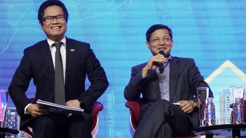 Cả ông Vũ Tiến Lộc và ông Vũ Viết Ngoạn đều cho rằng cần quan tâm nhiều hơn về ổn định vĩ mô trong trung hạn - Ảnh: Việt Tuấn
