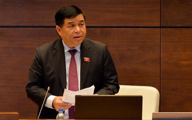 Bộ trưởng Bộ Kế hoạch và Đầu tư Nguyễn Chí Dũng giải trình những vấn đề đại biểu quan tâm.