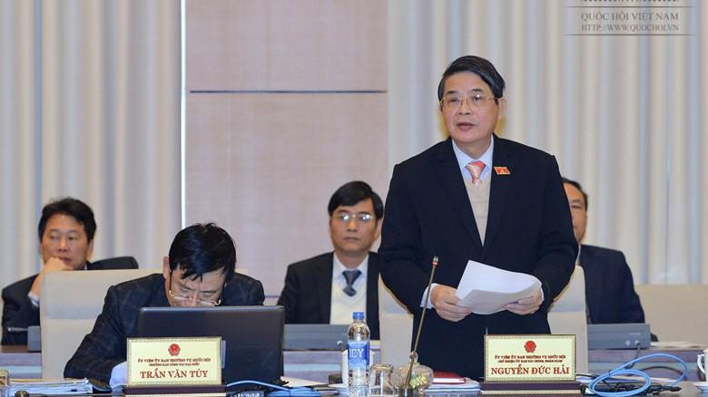 Chủ nhiệm Uỷ ban Tài chính - Ngân sách Nguyễn Đức Hải đề nghị Chính phủ lưu ý trong điều hành cân đối ngân sách nhà nước, phải kiên quyết bảo đảm tổng mức vay của ngân sách nhà nước được Quốc hội quyết định trong kế hoạch trung hạn và bảo đảm nợ công trong giới hạn cho phép.