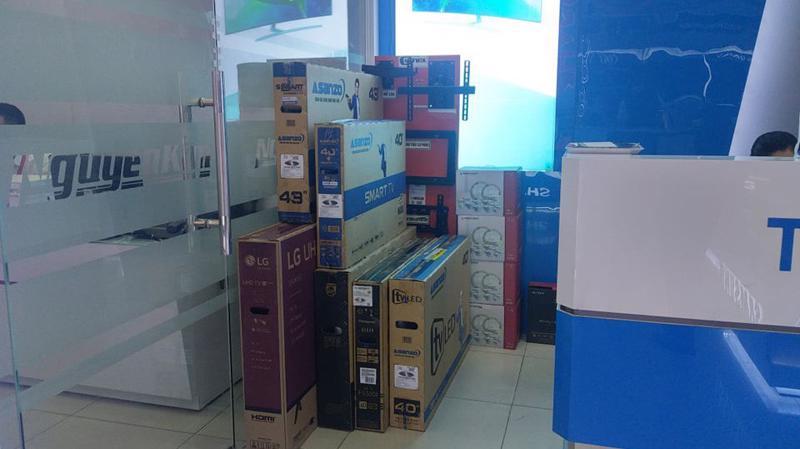Toàn bộ tivi Asanzo được siêu thị Nguyễn Kim gỡ bỏ kệ hàng, ngưng bán ra thị trường.