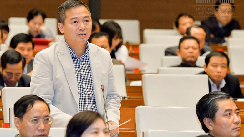 Đại biểu Nguyễn Lân Hiếu (An Giang) bày tỏ về nhiều quy định còn chung chung tại dự thảo luật.