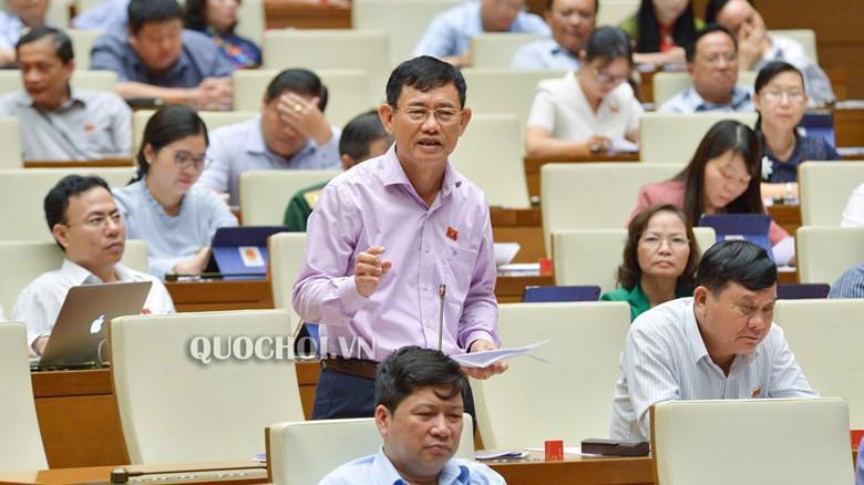 Thảo luận tại hội trường, đại biểu Nguyễn Ngọc Phương đề nghị mức xử phạt hành chính khi uống rượu bia gây tai nạn hoặc vi phạm các điều khoản khác nhưng chưa tới mức truy tố thì thu bằng lái xe từ 1 đến 5 năm hoặc thu bằng vĩnh viễn.