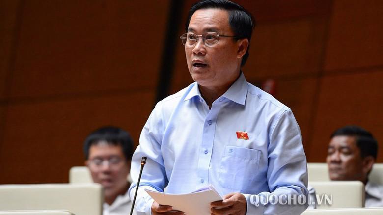 Đại biểu Nguyễn Quốc Hận phát biiểu tại hội trường Quốc hội.