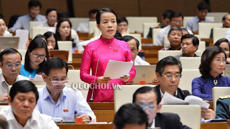 Đại biểu Nguyễn Thị Kim Thuý (Đà Nẵng phát biểu phiên thảo luận chiều 30/10 của Quốc hội