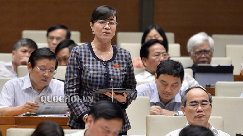 Đại biểu Nguyễn Thị Quyết Tâm phát biểu tại hội trường.