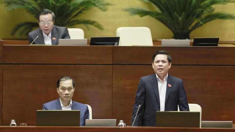 Bộ trưởng Bộ Giao thông Vận tải Nguyễn Văn Thể giải trình ý kiến đại biểu về sân bay Long Thành - Ảnh: Quang Phúc