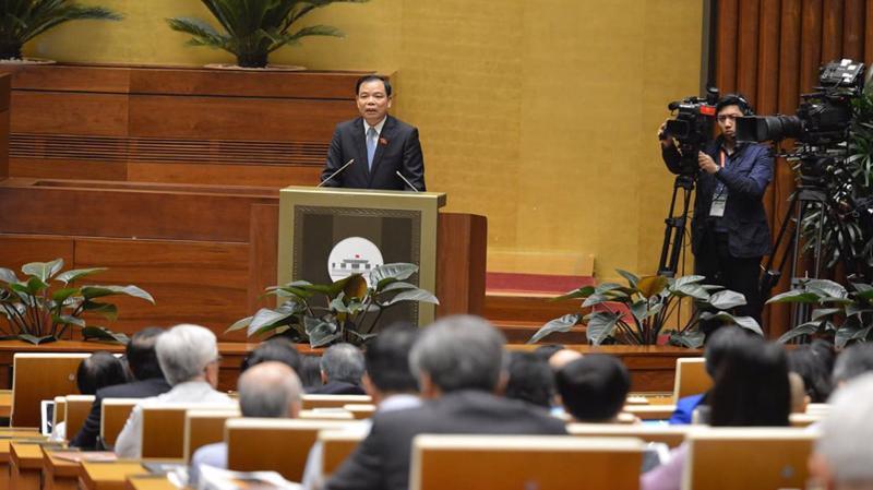 Trong phiên chất vấn sáng 6/11, Bộ trưởng Bộ Nông nghiệp và Phát triển nông thôn Nguyễn Xuân Cường đã trả lời 27 câu hỏi của đại biểu - Ảnh: Quang Phúc.