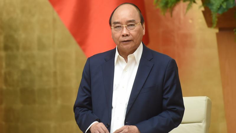 Thủ tướng Nguyễn Xuân Phúc tại cuộc họp ngày 17/3 - Ảnh: VGP