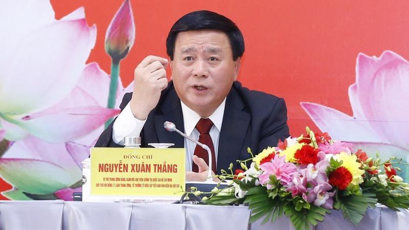 Đồng chí Nguyễn Xuân Thắng, Uỷ viên Bộ Chính trị, Giám đốc Học viện Chính trị quốc gia Hồ Chí Minh, Chủ tịch hội đồng Lý luận Trung ương tại buổi họp báo.