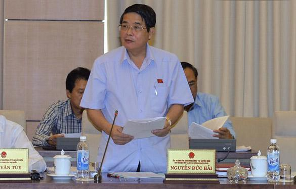 Chủ nhiệm Uỷ ban Tài chính - Ngân sách Nguyễn Đức Hải trình bày báo cáo thẩm tra.