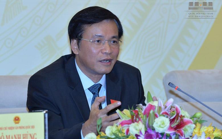 Tổng thư ký Quốc hội Nguyễn Hạnh Phúc trao đổi với báo chí.