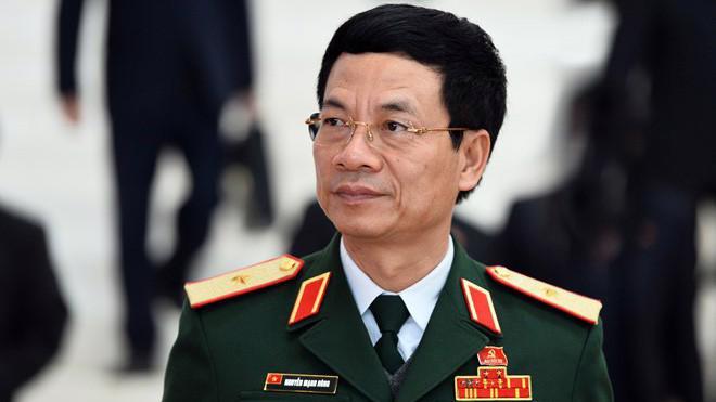 Năm 2016 ông Nguyễn Mạnh Hùng được bầu vào Ban Chấp hành Trung ương Đảng và từng được giới truyền thông bình chọn là 1 trong 10 nhân vật ICT Việt Nam tiêu biểu.