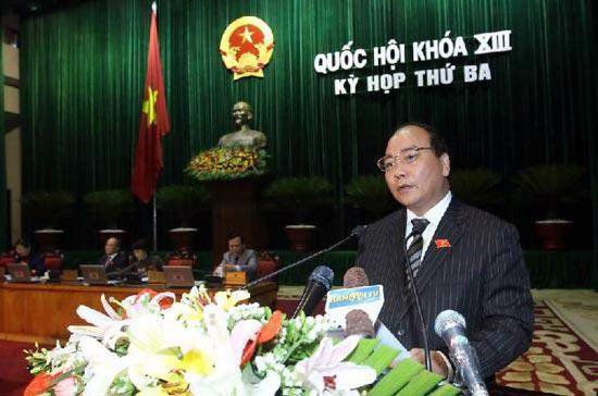 Phó thủ tướng Nguyễn Xuân Phúc báo cáo những vấn đề lớn Quốc hội và cử tri cả nước quan tâm chất vấn.
