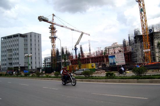 Cơ quan quản lý thừa nhận không thể kiểm soát được giá thành sản phẩm tại các dự án bất động sản - Ảnh: Từ Nguyên.