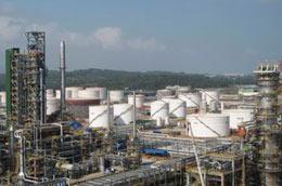 Một góc Nhà máy Lọc dầu Dung Quất.