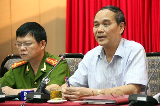 """Trong cuộc họp báo đầu tháng 8, Giám đốc Công an Hà Nội Nguyễn Đức Nhanh (bên phải) khẳng định: """"Hà Nội không có chủ trương trấn áp người biểu tình"""" - Ảnh: Thái Thịnh."""