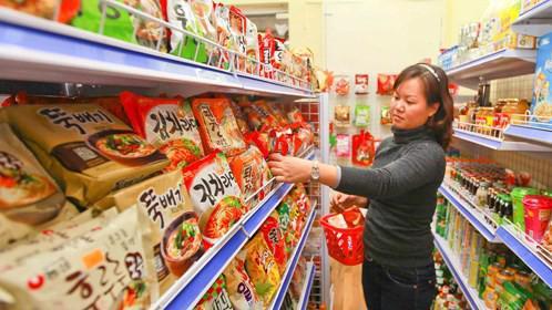 Việc nhập siêu lớn từ Hàn Quốc khiến nhiều chuyên gia kinh tế lo lắng.