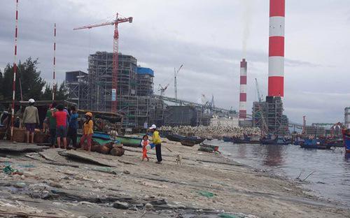 Cảng Vĩnh Tân thuộc huyện Tuy Phong, tỉnh Bình Thuận là khu vực chức  năng làm cảng tổng hợp. Đây là một trong những công trình cảng biển  trọng điểm quốc gia, có tổng mức đầu tư hơn 2.292 tỷ đồng.