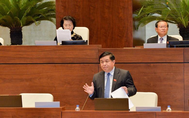 Bộ trưởng Nguyễn Chí Dũng giải trình ý kiến đại biểu.
