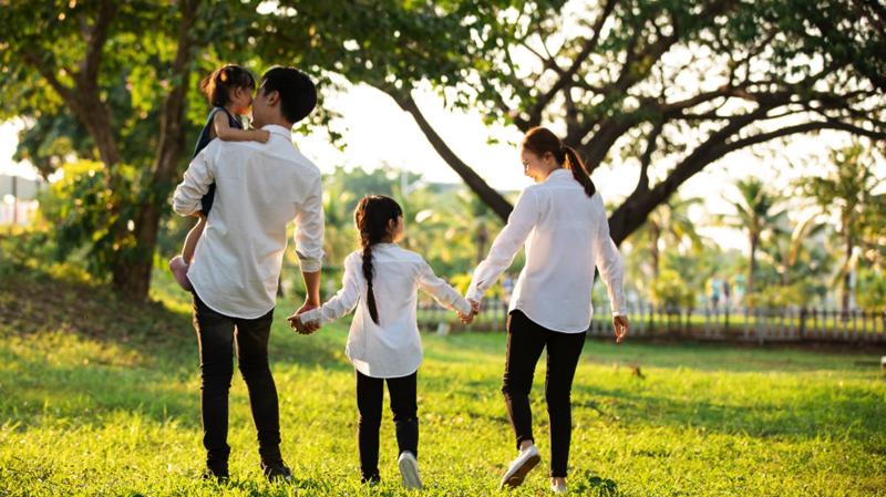 Trẻ nhỏ cần được sống gần gũi với thiên nhiên để phát triển cả vận động và tâm thức một cách tốt nhất.