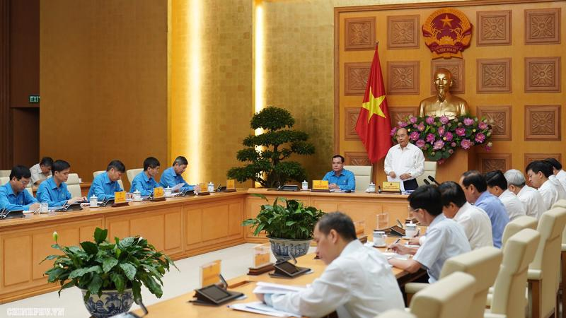 Thủ tướng Nguyễn Xuân Phúc làm việc thường kỳ với Đoàn Chủ tịch Tổng Liên đoàn Lao động Việt Nam - Ảnh: VGP
