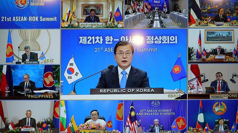 Tổng thống Hàn Quốc Moon Jae-in và lãnh đạo các nước ASEAN dự Hội nghị Cấp cao ASEAN - Hàn Quốc chiều 12/1 - Ảnh: VGP