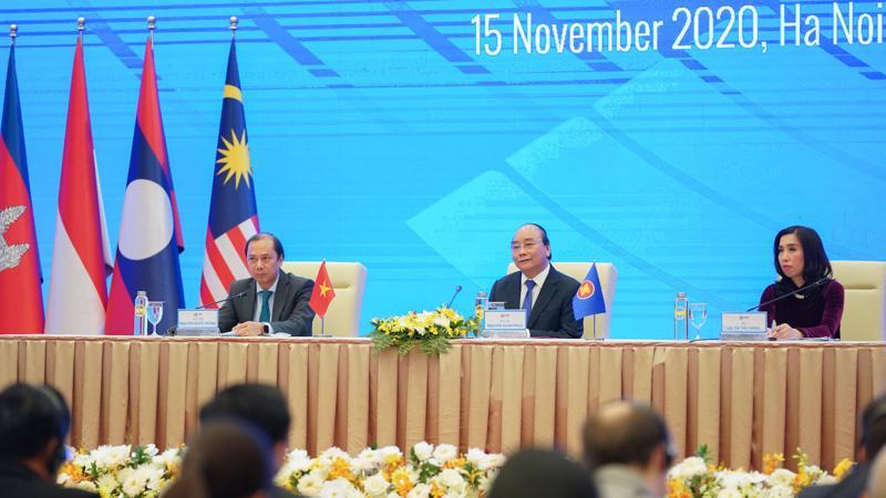 Thủ tướng Nguyễn Xuân Phúc chủ trì họp báo quốc tế chiều 15/11.