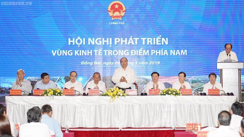 Thủ tướng Nguyễn Xuân Phúc nhấn mạnh, từ trước đến nay, chúng ta có vùng vùng kinh tế trọng điểm nhưng chưa có hội nghị phát triển vùng kinh tế trọng điểm.