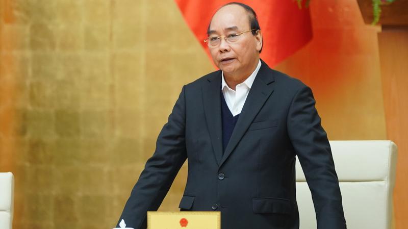 Thủ tướng cho biết có ý kiến đặt vấn đề tại sao Hà Nội và Tp.HCM quy định chặt chẽ việc đeo khẩu trang nơi công cộng, trong khi một số tỉnh, thành phố khác lại không.